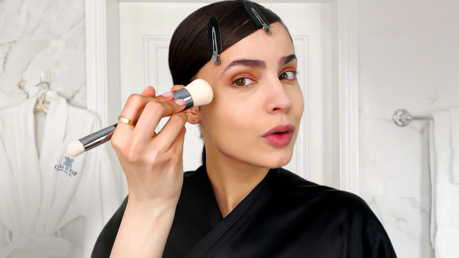 Sofia Carson logra un maquillaje al estilo de Audrey Hepburn