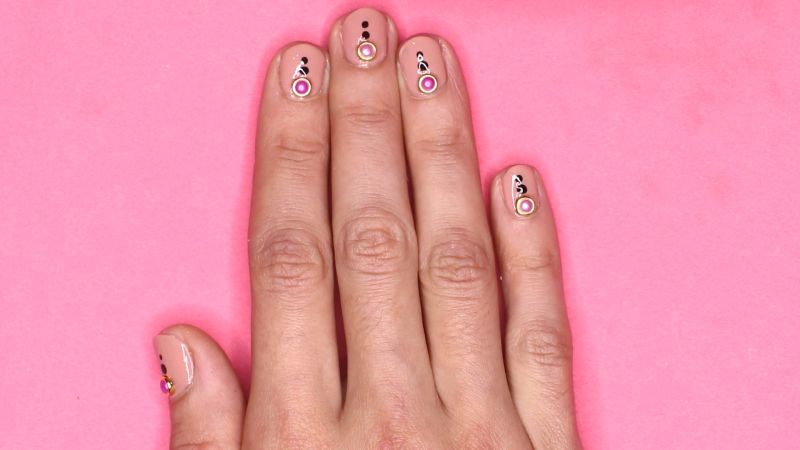 small nails astrology