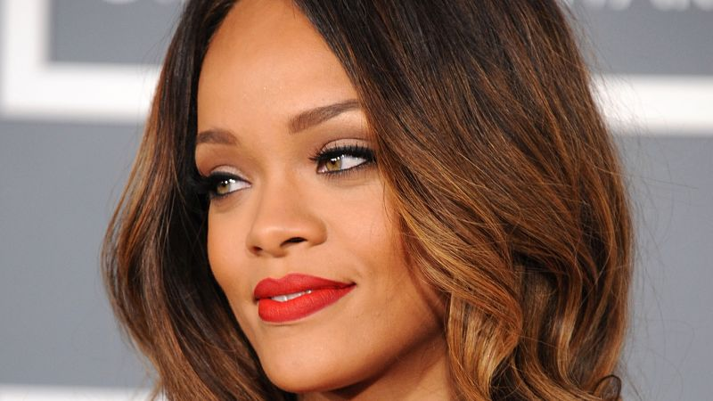 Rihanna short hair see her cute new bangs and bob glamour solutioingenieria Image collections