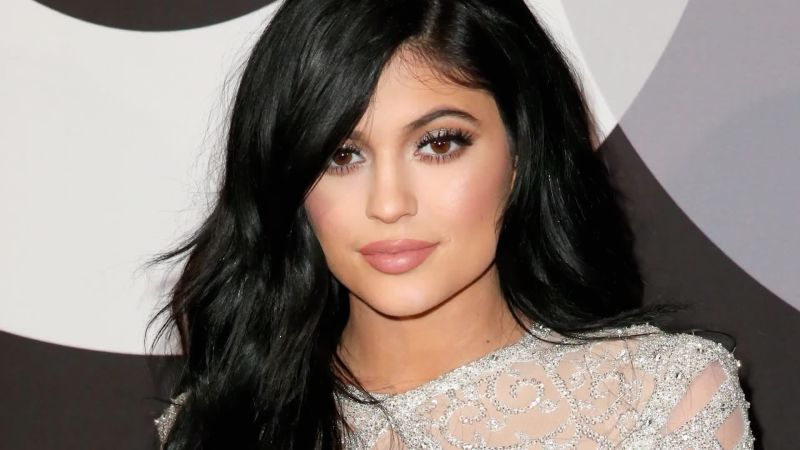 here s how kylie jenner went platinum in 9 hours without frying off