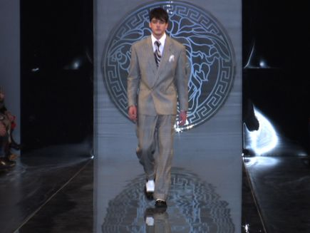 Versace  Fall 2013 Menswear - Vogue Videos - The Scene ded037381