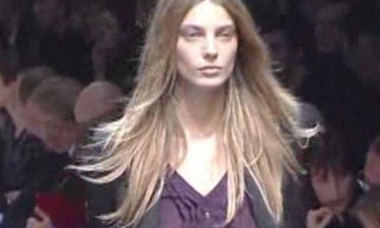 0e0c3676a Burberry Prorsum: Fall 2006 Ready-to-Wear - Vogue Videos - The Scene