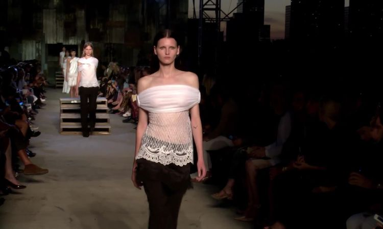 ff3d1988663 Givenchy Spring 2016 Ready-to-Wear - Vogue Videos - The Scene