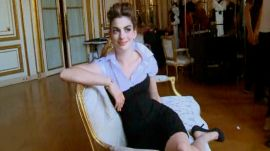 Anne Hathaway Channels a Modern American in Paris for November 2010 Vogue