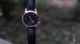 Ars reviews the Runtastic Moment Classic fitness tracker/watch