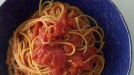 How to Make 3-Ingredient Tomato Pasta Sauce