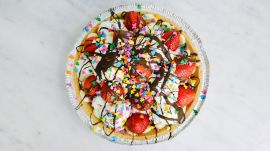 How to Make Banana Split Pie