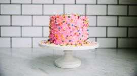 This Cute Cake Has a Hidden Rainbow Surprise