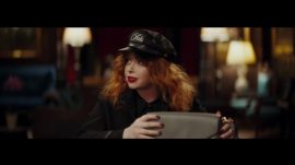 Watch Natasha Lyonne Play A Handbag-Obsessed Security Guard