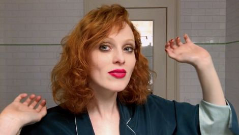Karen Elson Does Manhattan Party Makeup | Beauty Secrets