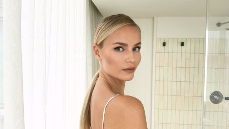 Watch Model Natasha Poly Get the Perfect Cat-Eye in 3 Easy Steps