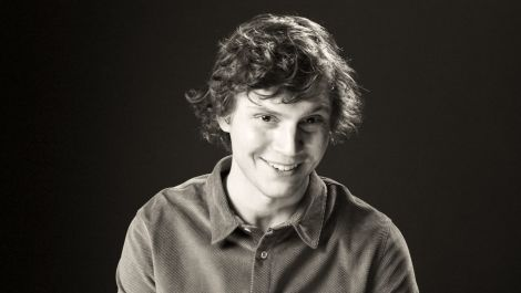 Evan Peters on American Horror Story, MC Hammer Pants, and The Olsen Twins | Screen Tests