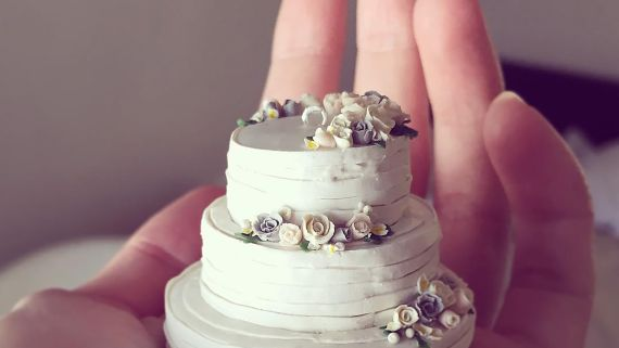 Teeny-Tiny Wedding Cakes Make the Perfect Keepsake