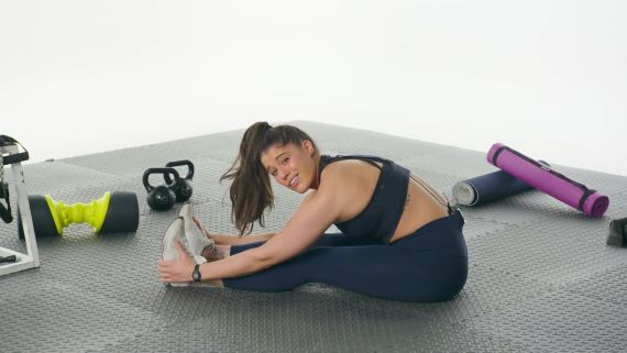 60 People Try to Stretch Their Hamstrings