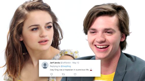 The Kissing Booth Cast Competes in a Compliment Battle