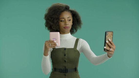 Kianna Naomi on how to take a selfie.