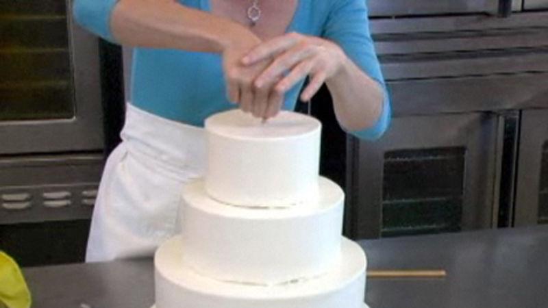 How To Make A Wedding Cake.How To Assemble A Wedding Cake