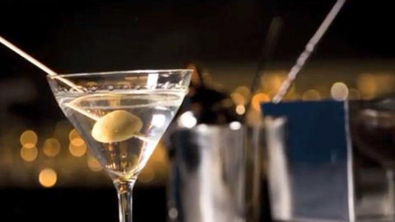 How to make a martini cocktail epicurious videos the scene for How to make martini cocktail