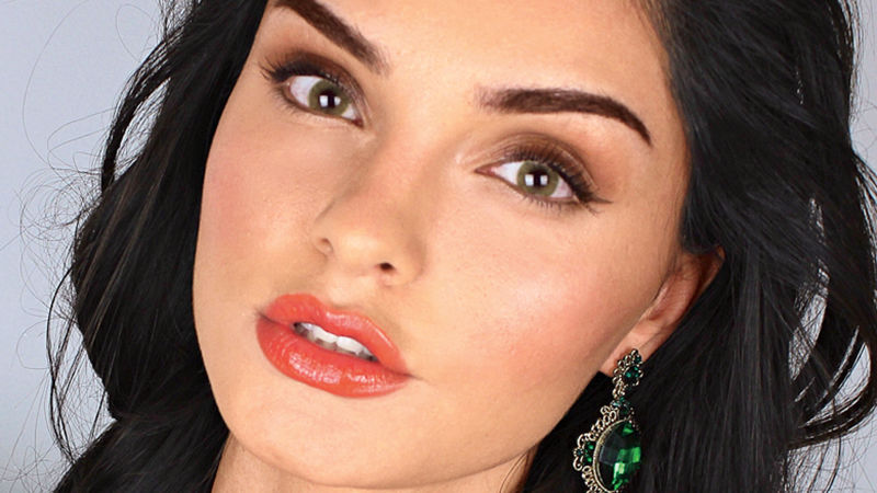 Watch Dsquared2 Bombshell Makeup Tutorial By Evon Wahab