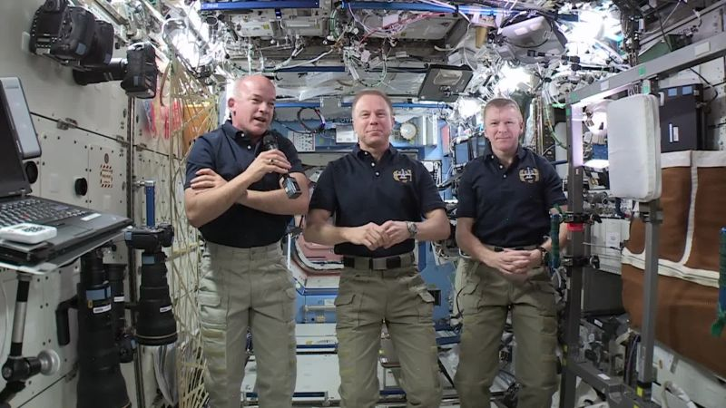 astronaut answers questions in space - photo #40