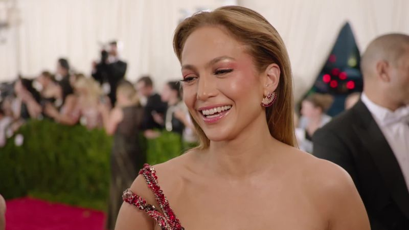 4679b846c48 How to Get Jennifer Lopez-Worthy Eyelashes  Huda Beauty Lashes in Samantha  - Glamour