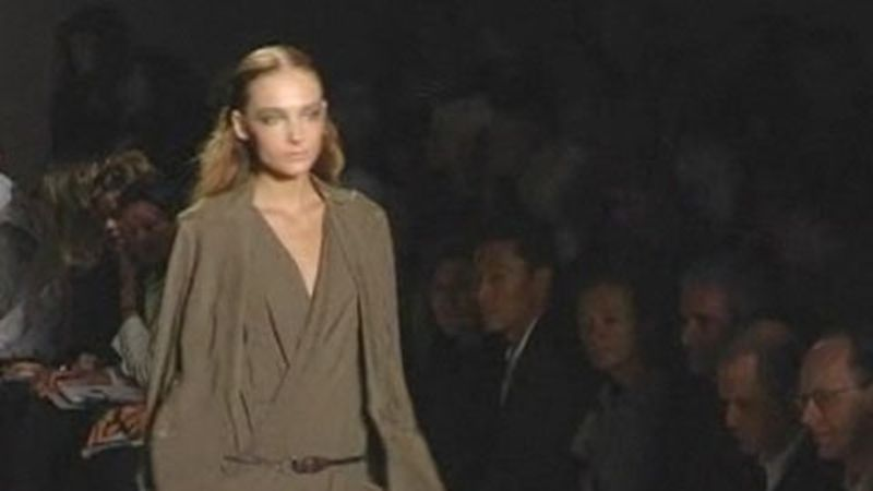 4a42db569d4 Donna Karan  Spring 2007 Ready-to-Wear - Vogue Videos - The Scene
